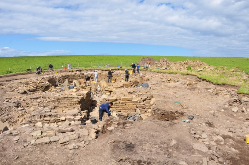 The Cairns Broch Dig, Orkney [Photo Credit: UHI Archaeology Institute]