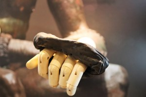 Small-Glove-Close-Up-(c)-The-Vindolanda-Trust