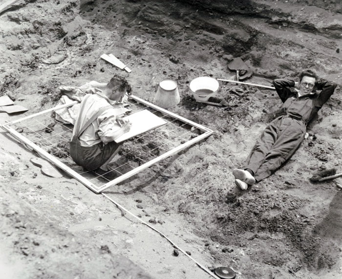Archaeologists working on the original excavation, which was led by Cambridge academic Charles Phillips. e assembled an expert team including many who are celebrated archaeologists in their own right today, such as Stuart Piggott (on the left) and W. F. Grimes (right).