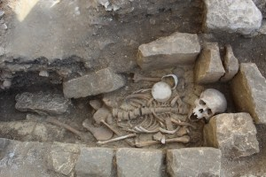 The-recently-discovered-priestly-burial-at-Lincoln-Cathedral
