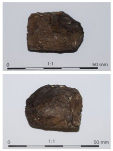 Two images of the amorphous lump from grave 293