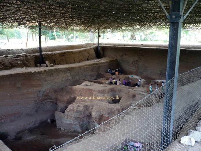 citadel-anuradhapura-sri-lanka-excavation-archaeology-lk