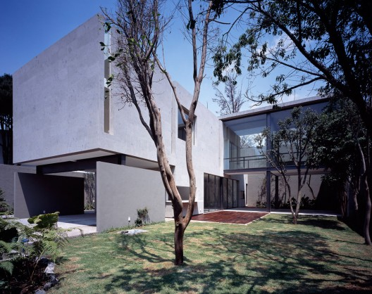 Paracaima House