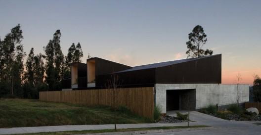 Concepción House / Elton+Leniz Arquitectos © Natalia Vial