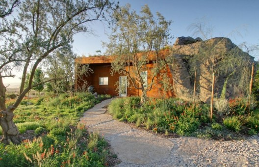 Joshua Tree Boulder House / © W. Garett Carlson