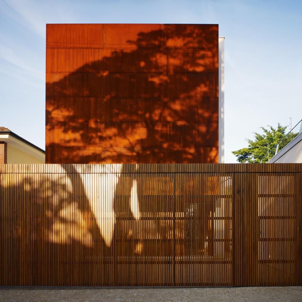 Corten House : By Marcio Kogan
