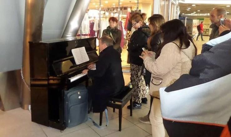 Storia di un pianoforte alla stazione e del perché bisogna aprire i musei