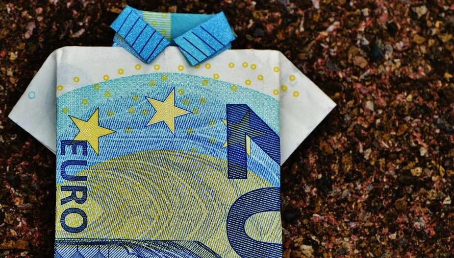 Di denaro, trucco e abbracci: l'altra faccia della valorizzazione