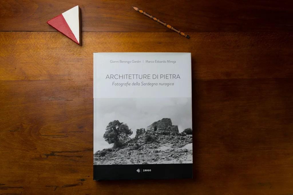 La copertina del libro - foto di Iole Carollo
