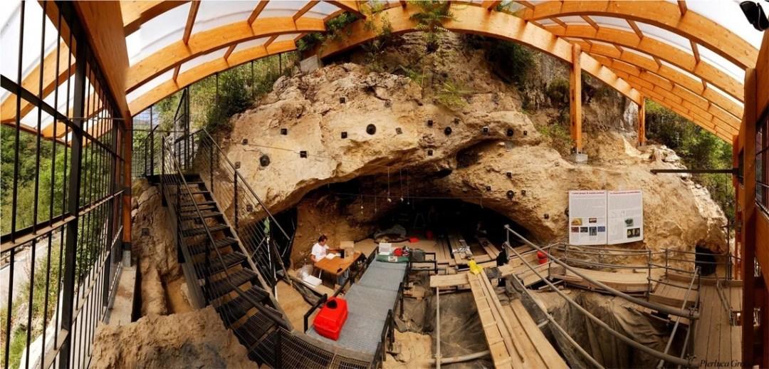 Grotta di Fumane scavi