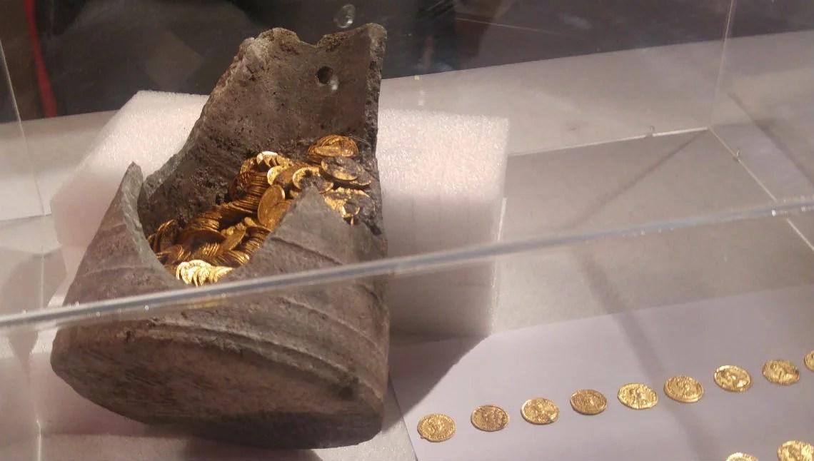Tesoretto, como, monete d'oro