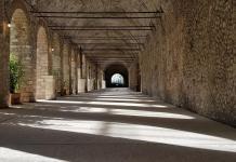 Santuario di Ercole Vincitore - il portico