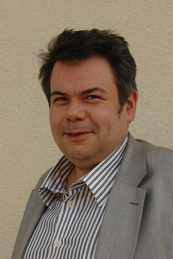 Erstreitet Urteile für Eltern. Fachanwalt für Psychiatrierecht und Streiter gegen kid - eke - pas. Thomas Saschenbrecker.