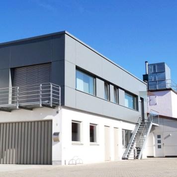 11_Wohnraumgewinnung_Garagenaufstockung_Fassade_Vierzueins_Design