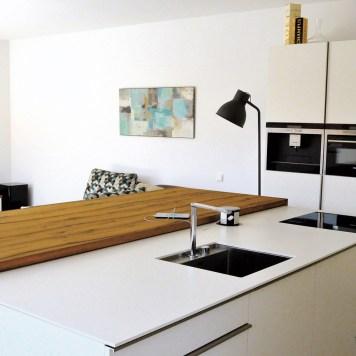 13_Wohnraumgewinnung_Garagenaufstockung_WohnkÅche_Vierzueins_Design