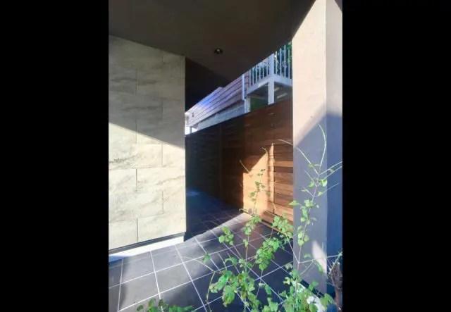 24.練馬区注文住宅のアプローチ