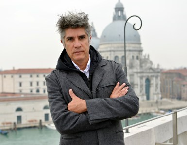 Alejandro_Aravena_Photo-by-Andrea-Avezz¦