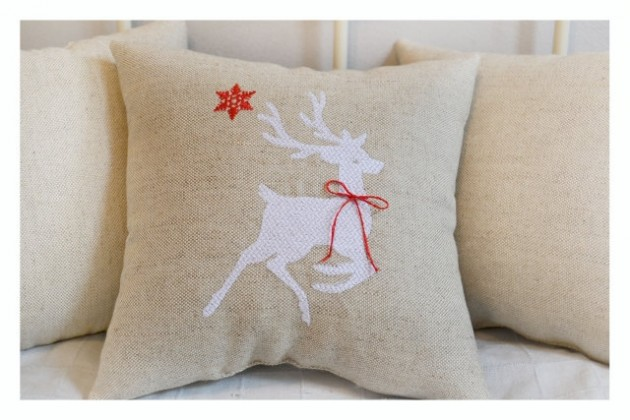 15 Festive Handmade Christmas Pillows For A Perfect Christmas Gift