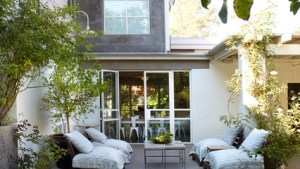 16 Snug Shabby Chic Patio Designs That Will Transform Your
