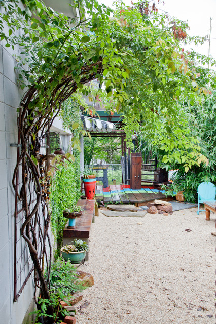17 Lively Shabby Chic Garden Designs That Will Relax And
