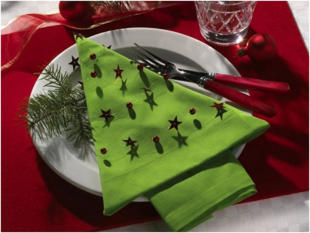 17 Captivating DIY Napkin Decorations To Beautify Your Christmas Table