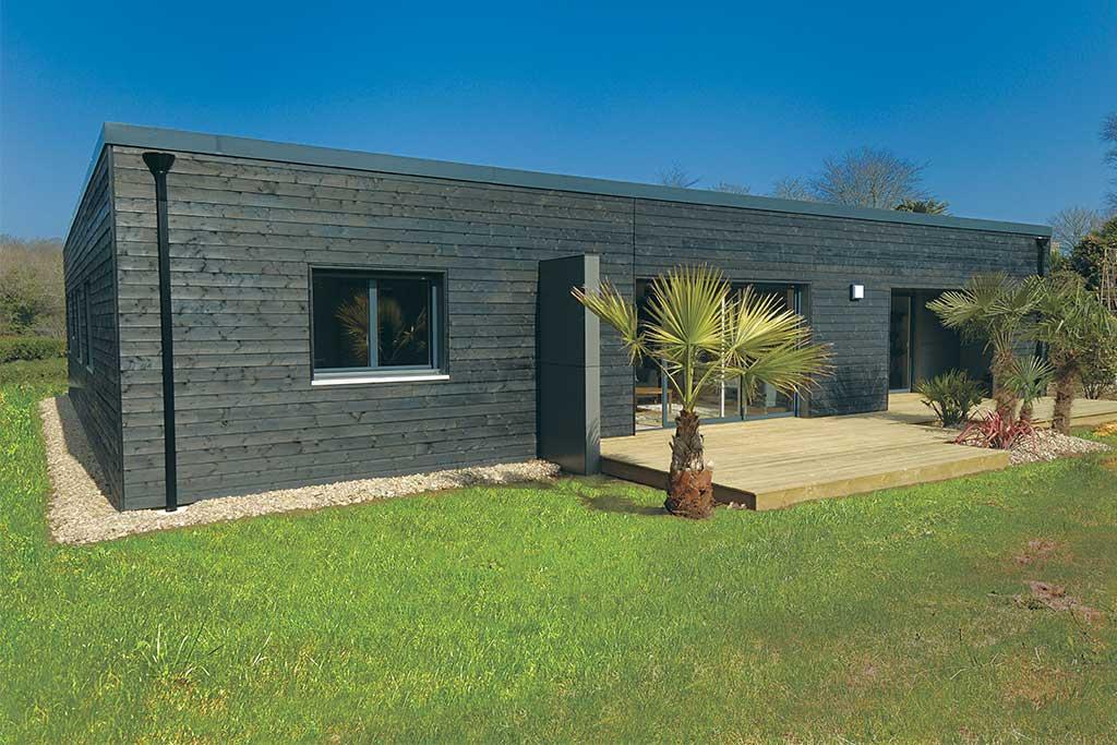 maison bois moderne et écologique avec jardin