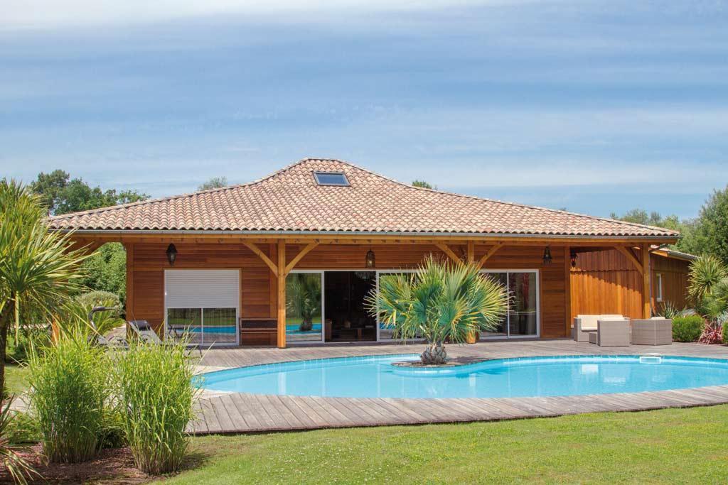 terrasse d'une maison bois familiale et classique