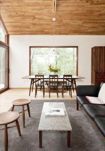 aménagement intérieur d'une maison bois moderne et familiale