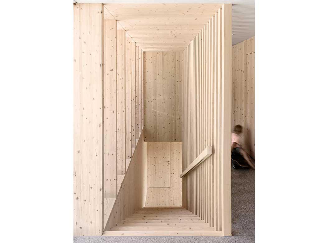 reportage-architecturebois-locale-maison-dossier-kit-habitat-wood-house-bois-fenetre-rt2012-autriche-11