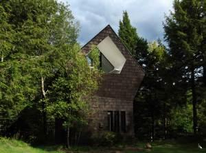maison bois moderne dans la fôret au Canada