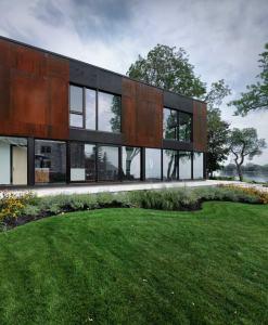 extension en bois d'une maison classique