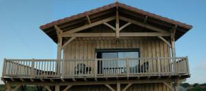 maison bois moderne et familial à la plage