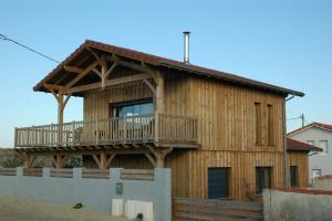 une maison bois moderne et familial à la plage