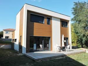 maison bois familial avec jardin