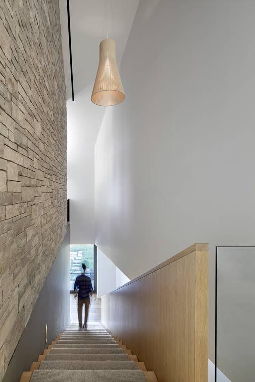 architecture-bois-reportage-canada-ontario-hilltop-house-13