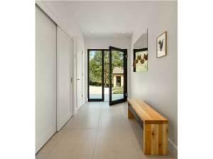 aménagement intérieur d'une maison bois moderne avec jardin