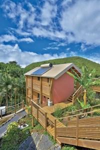 une maison bois moderne au millieu de la nature