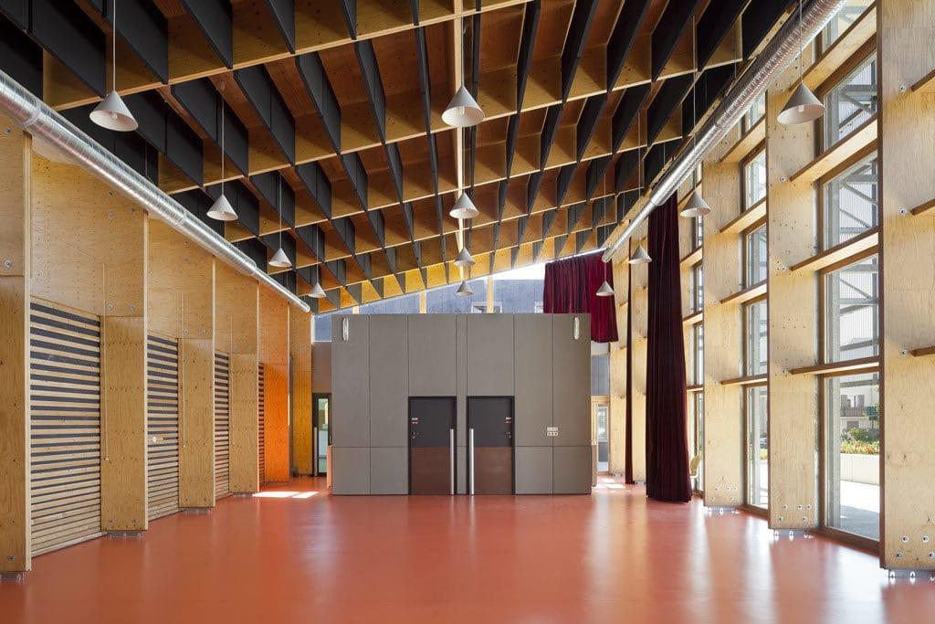 l'aménagement intérieur du groupe scolaire Charles Fauvet à Magny-le-Hongre