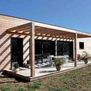 maison bois avec terasse et jardin