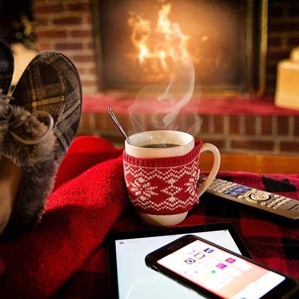 Une cheminée avec insert pour profiter du spectacle de la flamme © Pixabay