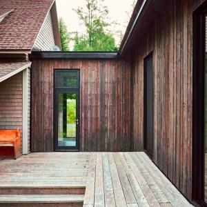 bardage sombre d'une maison bois