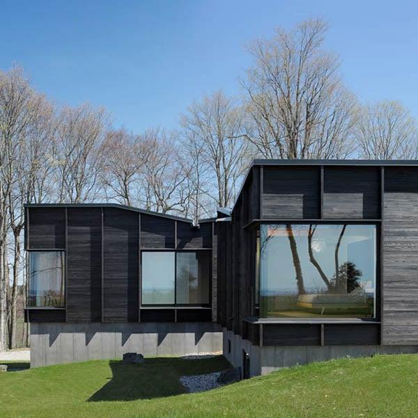 maison en bois papillon près du lac Michigan