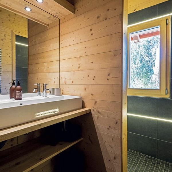salle de bains d'une maison dans les montagnes