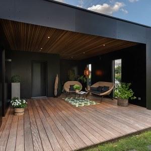 terrasse en bois d'une maison bois ultra design