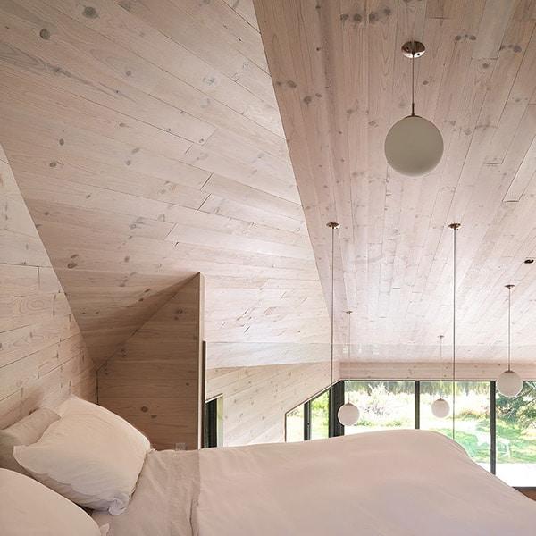 chambre des parents en bois dans maison bois à Québec