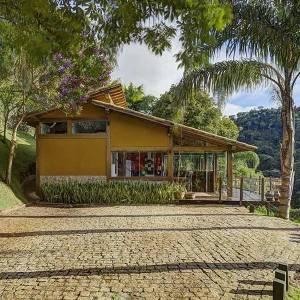maison en bois sur la plage au Brésil