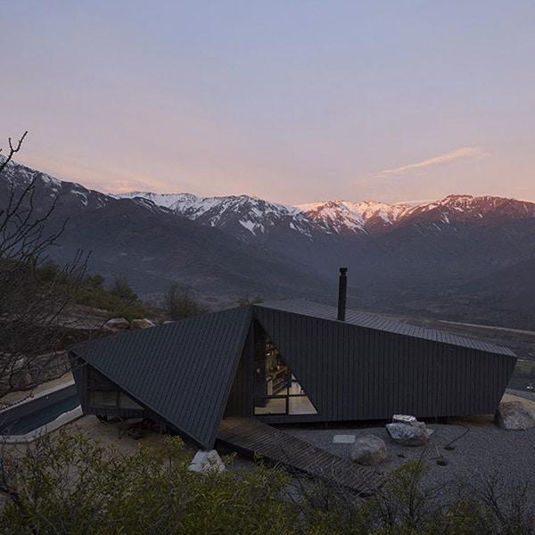 Refuge en bois dans les montagnes du Chili