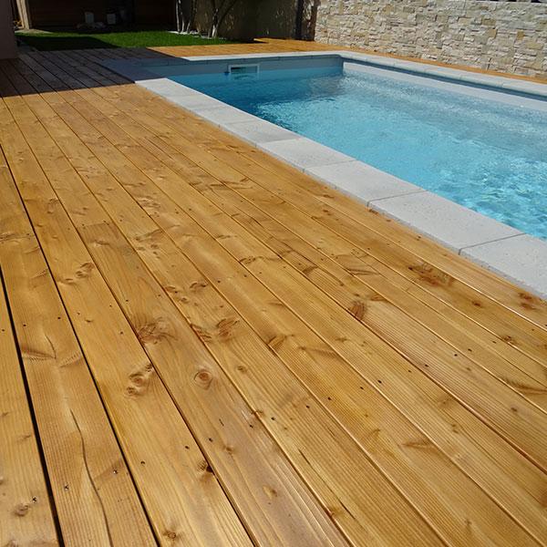 architecture-bois-terrasse-exotique-piscine-entretien-saturateur-chene-clair-anovabois