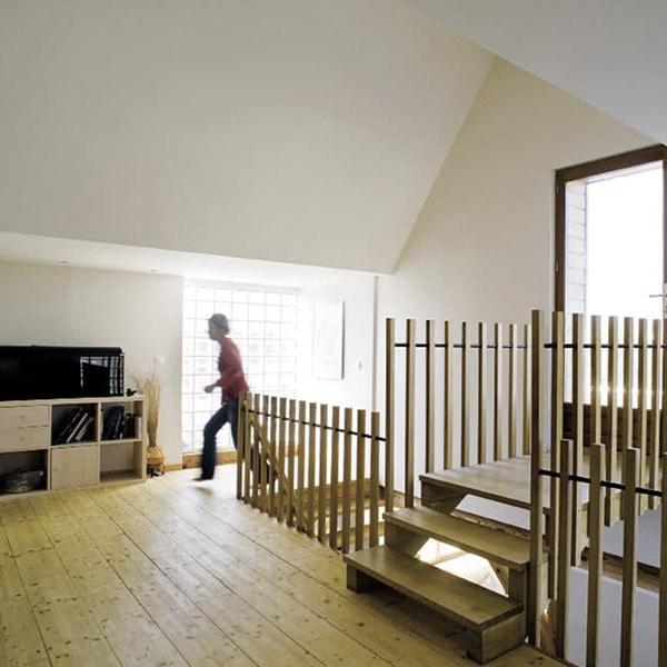 galerie au parquet d'une maison bois