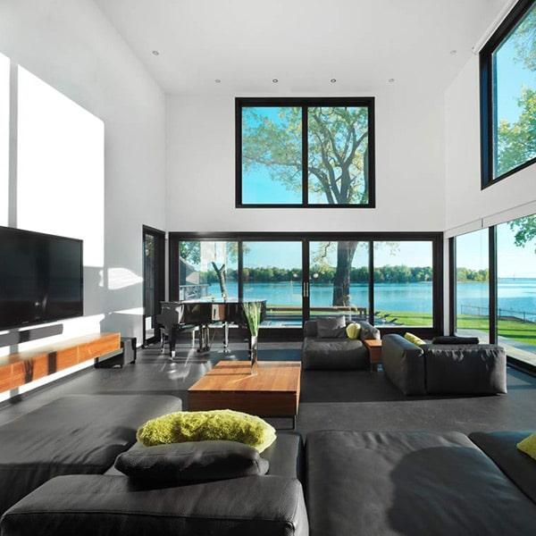 salon avec vue magnifique dans maison au Canada
